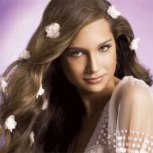 Вечерняя прическа на длинные распущенные волосы.  Фото добавил из источника: alchy.ru.