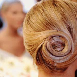 Простые прически на каждый день для длинных волос.  Плетение косичек на весках: плетение кос на себе.