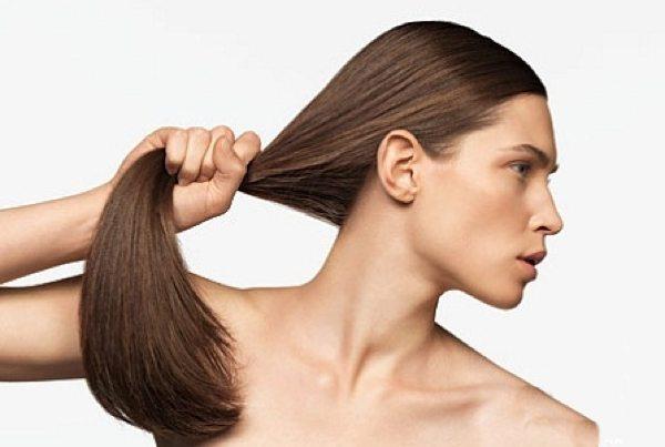 Одним из самых популярных способов лечения народными средствами выпадения волос является «делание масок»..
