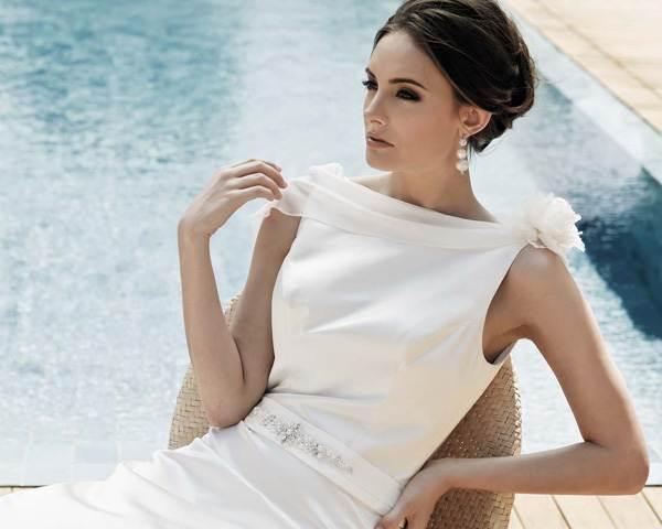 Фото коротких причесок с платьями