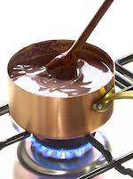Remuer un chocolat chaud ‡ la casserole